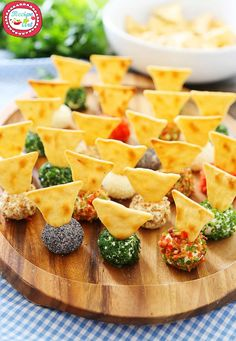 3 Ingredients Mini Queso Cheese Balls - The BEST quick and easy aperitif! - 3 Ingredients Mini Queso Cheese Balls – The BEST quick and easy aperitif! Roll in Chives, Bacon, - Mini Appetizers, Quick And Easy Appetizers, Finger Food Appetizers, Appetizer Recipes, Gourmet Appetizers, Delicious Appetizers, Cheese Appetizers, Finger Foods For Parties, Easy Finger Food