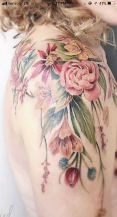 Bunch of flowers on the shoulder, runs down the upper arm ♥ maybe without . Tattoos - tattoo style - A bouquet of flowers on your shoulder may run down your upper arm without tattoos - Neue Tattoos, Body Art Tattoos, Girl Tattoos, Sleeve Tattoos, Tatoos, Forearm Tattoos, Upper Arm Tattoos, Vintage Blume Tattoo, Vintage Flower Tattoo