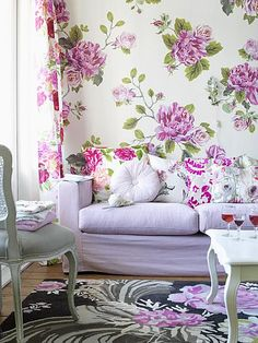 I feel like spring, so I put up a fabric on the wall just for a springlike look.....