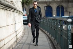 So put together - what a gent. On the Streets of Paris Fashion Week Fall 2014 - PFW Street Style Street Style Blog, Street Style Looks, Wild Style, Style Me, Justin O'shea, Esquire Uk, Dapper Men, Men Street, Cool Street Fashion