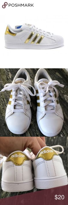 best website 4d3aa 8e104 Girls Adidas Neo Comfort Gold Tennis Shoes Used and in good condition.  Girls Adidas Neo