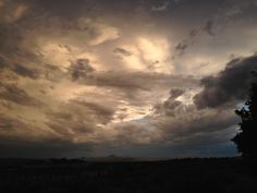 2014-08-12_19_38_07_Stormy,_eerie_sky_near_sunset_in_Elko,_Nevada.JPG 3,264×2,448 pixels