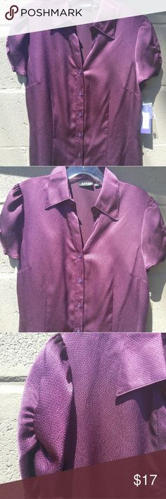 SUPER CUTE SHIRT/PH This Apt 9 Purple top is really a pretty top! 🌸🌸NEW🌸🌸 Apt. 9 Tops Button Down Shirts