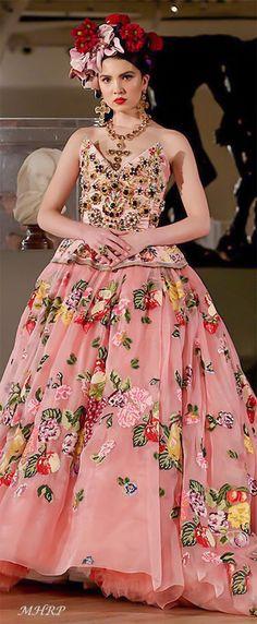 Dolce-Gabbana Alta-Moda-and-Alta-Sartoria-fashion-show Museo-Soumaya-Mexico -City a4ce2e982b