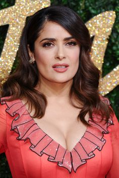 Salma Hayek hot images and Photos. Hollywood, one of the popular actress and director. Salma Hayek biography in short will discuss here. Salma Hayek Images, Salma Hayek Young, Salma Hayek Pictures, Salma Hayek Style, Salma Hayek Body, Beautiful Indian Actress, Beautiful Actresses, Beauty Full Girl, Beauty Women