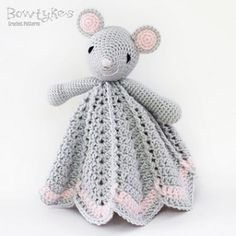 Very sweet little mouse lovey. Ravelry: Wee Mouse Lovey pattern by Briana Olsen Crochet Gratis, Crochet Patterns Amigurumi, Crochet Blanket Patterns, Baby Blanket Crochet, Crochet Dolls, Baby Patterns, Free Crochet, Crochet Baby, Lovey Blanket