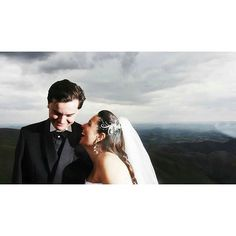 Comece a semana com sorrisos! #ohhappydayfotografiadefamília #casamento #noivos #ensaio #amor #love #wedding #weddingphotography #fotografiadecasamento #casandoembh #casandocomamor #voucasarembh #noivasdebh