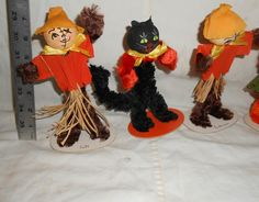 Vintage Group Pipe Cleaner Chenille 1930'3 Figurines 2 Black Cats 2 Scarecrows | eBay