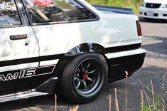 sucksqueezebangblow: AE86 Trueno sedan
