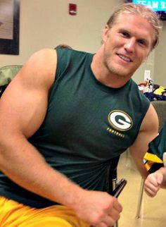 Discussion forum for Clay Matthews's fans (Green Bay Packers, NFL). Packers Baby, Go Packers, Packers Football, Greenbay Packers, Green Bay Packers Cheesehead, Green Bay Packers Fans, Nfl Green Bay, Football Is Life, Football Fans