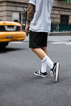 New York Inspiration Black Men Street Fashion, Man Street Style, Mens Fashion, Skateboard Outfits, Skateboard Fashion, Swag Outfits Men, Summer Outfits Men, Urban Outfits, Mens Clothing Styles