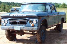 USAF 1964 Dodge W200 Power Wagon 4x4 Crew Cab Pick-up