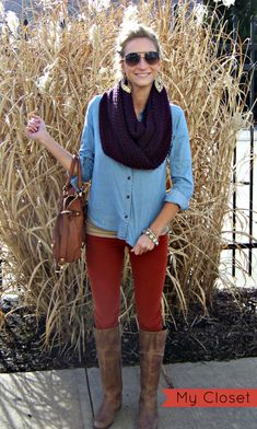The perfect fall outfit - chambray shirt with corduroy pants. This includes a chambray shirt, corduroy pants, leather boots, and a plum infinity scarf. Estilo Fashion, Look Fashion, Fashion Outfits, Womens Fashion, Fall Fashion, Fasion, Mode Chic, Mode Style, Fall Winter Outfits