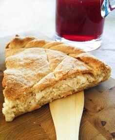 Kalasouna: Cheese Pie with onions from Folegandros/ Καλασούνα: τυρόπιτα με κρεμμύδι από τη Φολέγανδρο