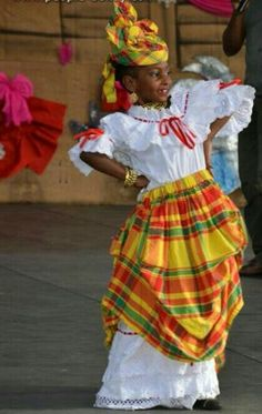 Madras et Broderie Anglaise Santa Lucia, Caribbean Carnival Costumes, Jamaica Outfits, French Creole, Native Wears, Island Wear, Caribbean Culture, Masquerade Costumes, Gowns Of Elegance