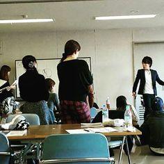 今日は東京で開催していました! アウトラインとゴールデンポイントの長さをコピーできれば、同じ切り方で幅広いスタイルを作ることができるGPS理論。ヘアデザインがシンプルに考えられる様になります! シンプルな手順で沢山のスタイルを作れる→カットが楽しくなる*\(^o^)/* ウェイトコントロールやレイヤーラインのコントロールも自由自在です(^_^) 気になった方は、YouTubeで『GPS理論』と検索をお願い致します*\(^o^)/* 東京では1/17(火)に体験コース開催致します! 年の始めに新たな学びはいかがでしょうか?? ホームページよりお申し込み頂けます(^_^) お待ちしております!! #日本カットアカデミー #カット講習 #カットスクール #美容師 #美容師アシスタント #理容師 #理容師アシスタント #サロンオーナー #ベーシックカット #ベーシックカット講習 #似合わせカット #東京#大阪#名古屋 Conference Room, Home Decor, Decoration Home, Room Decor, Home Interior Design, Home Decoration, Interior Design