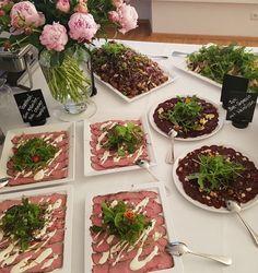 Pfingstrosen und ein super Vorspeisenbuffet - Roastbeef - Rote Bete-Carpaccio - Wildkräuter