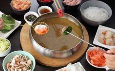 Fondue chinoise/Célébrez le Nouvel An chinois avec cette recette typique. Grâce à notre pas à pas, la fondue chinoise n'aura plus de secrets pour vous !/puresaveurs.com