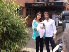 17/06/2014..Here it is! Princess Claire and Prince Felix leave the Maternité Grande-Duchesse Charlotte Hospital with Little Princess Amalia, born Sunday.