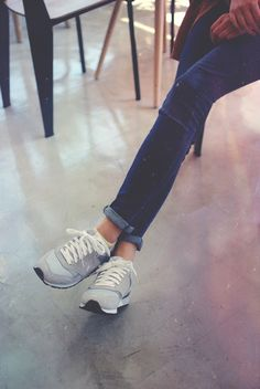 Vernu sneakers. Skinny jeans. Fall fashion. Autumn. www.iruly.com   #koreanfashion #streetfashion #sneakers #photography #sneakeroutfits