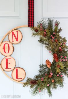 DIY Christmas Embroidery Hoop Wreath with Wood Slices - christmas dekoration Diy Christmas Decorations For Home, Holiday Wreaths, Christmas Projects, Holiday Crafts, Simple Christmas Crafts, Christmas Ribbon Crafts, Homemade Christmas Wreaths, Christmas Wreaths For Front Door, Holiday Ideas