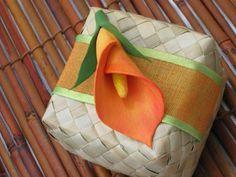 http://decorationmariagetendance.wordpress.com/2010/08/25/boites-a-dragees-tropicales-theme-mer-exotiques-zen-naturelles-asiatiques-bio/