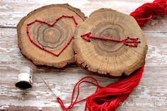 30 Wood Slice Projects for the Holidays - My Sister's Suitcase - Packed with Creativity