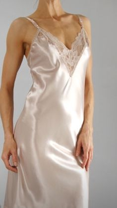 Shirley Of Hollywood Femmes Lingerie pure soie Sheer Pink Designer Chemise de nuit