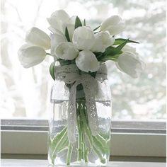 #omakoti #myhome #instahome #tulppaanit #pitsinauha #kimppu #valkoinen #tulips #white #flowers #interior #sisustus #inspiration #inspiroivakoti #interior4you #dekor #details #interior123 #allidaalia