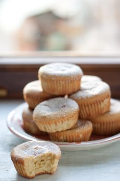 Almond and orange tiny cakes for breakfast