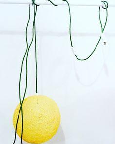 Un favorito personal de mi tienda Etsy https://www.etsy.com/es/listing/289130025/sphere-lampara-esfera-amarilla-lampara