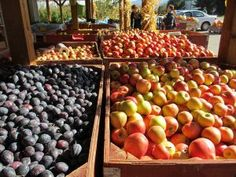 "Local fruit markets make it easy to ""go local"" while traveling! Learn other ways to do it here: http://www.bestwesternkelownahotel.com/blog/okanagan-attractions/three-great-rainy-day-activities-near-kelowna-hotels.html #bwkelowna"