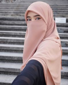 Cewek Cantik cadarço a venda Hijab Niqab, Muslim Hijab, Hijab Chic, Beautiful Hijab Girl, Beautiful Muslim Women, Fashion Photography Poses, Face Photography, Hijabi Girl, Girl Hijab