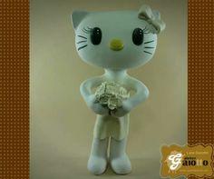 Hello Kitty noivinha, feita em biscuit/porcelana fria para compor topo de bolo de casamento. www.facebook.com/gaiotto.atelier http://agaiotto.blogspot.com/ atelier.gaiotto@gmail.com F: (19) 3012-3588