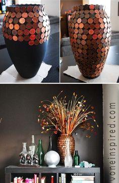 Projet ludique consistant à personnaliser l'aspect de ce vase à fleur avec des pièces jaunes
