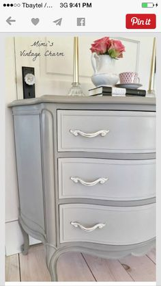 Like the color combination on this dresser makeover