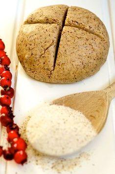 Senza glutine. Vi propongo la pasta brisè con la farina di grano saraceno che naturalmente è privo di glutine, e ricco di sali minerali quali ferro, zinco e selenio.