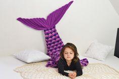 **Schau dir doch die weiteren Farben und Modelle im Shop an!!**  Alle kleinen und großen Mädchen lieben Meerjungfrauen.   Diese Decke ist ein richtig tolles WOLLfühlteilchen und perfekt zum...
