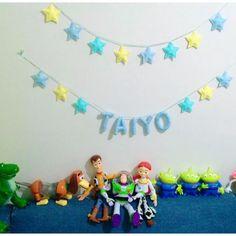 オーダー様より頂いた画像です (許可有)  星ガーランド  星&ネームガーランド  パステルカラーにて  子供部屋に飾って頂き  トイストーリーと一緒にお写真  ありがとうございました #starmoon_