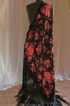 MANTON DE MANILA ANTIGUO (Antigüedades - Moda - Complementos - Mujer - Mantones Antiguos) Silk Shawl, Minimal Chic, Embroidery, Beautiful, My Style, Fashion Design, Change, Clothes, Vintage