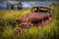 Vintage Tractors, Vintage Cars, Antique Cars, Ontario, Abandoned Cars, Abandoned Vehicles, Abandoned Buildings, Old Pickup Trucks, Old Fords