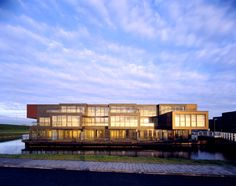 Google Image Result for http://design-daily.com/wp-content/uploads/2010/12/Water-villa_s_Almere_exterior.jpg