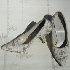 1950s/60s Shoes Floral Tapestry Mad Men Marie by prettyinprague, $46.00