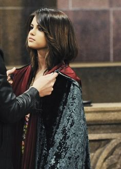 Selena Gomez as Alex Russo in Wizards Of Waverly Place. Alex Russo, Selena And Taylor, Hair Waver, Wizards Of Waverly Place, Old Disney, Disney Live, Disney Shows, Star Wars, Marie Gomez