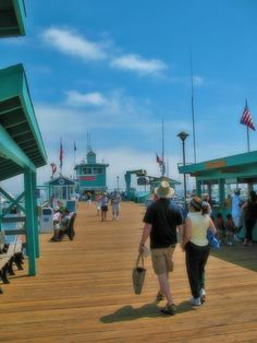 Take a stroll on Green Pier and stop for lunch at Eric's ~ Santa Catalina Island #CatalinaExpress