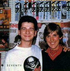 Aaawwww.....so sweet! What a beautiful smile <3  Dave Gahan