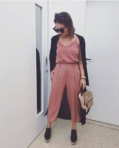 Like this mauve-like color and style Minimal Fashion, Love Fashion, Girl Fashion, Fashion Looks, Fashion Outfits, Womens Fashion, Fashion Design, Look Rose, Cool Outfits