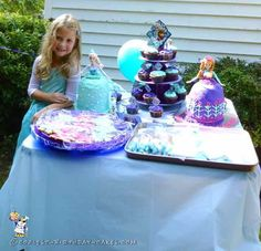 Sweetest Elsa and Anna Cakes...