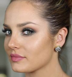 HOW TO GET SPARKLY EMERALD EYES FOR THE HOLIDAYS
