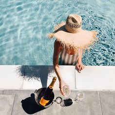 Summer | Swim pool | Poolside | Champagne | Hat | More on Fashionchick.nl